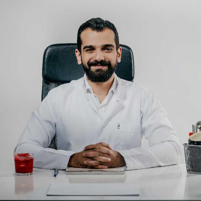دكتور  أحمد الباز  متخصص في التركيبات التجمع