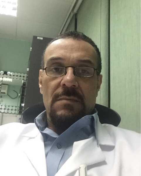 دكتور  أحمد البتانونى  استاذ الجراحة العامة و جراحة الاوعية الدموية، كلية الطب، قصر العينى جامعه القاهرة الجيزة