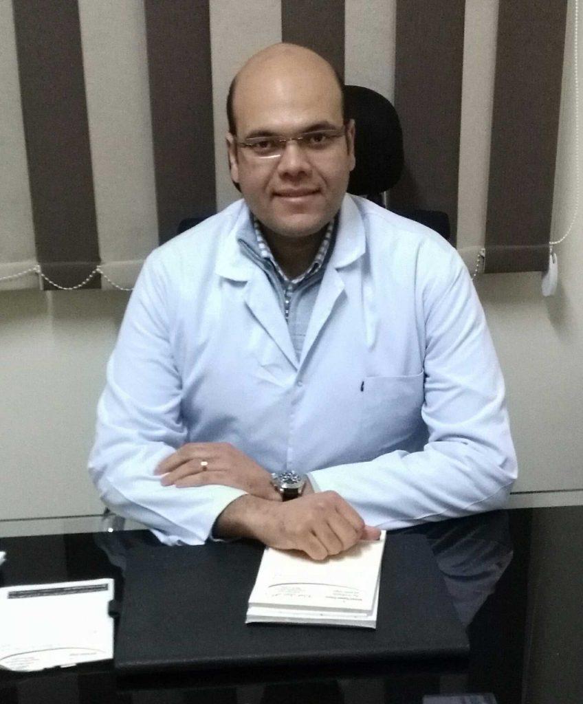 دكتور  أحمد نبيل عمارة  أخصائي العظام و المفاصل و الاصابات الرياضية 6 اكتوبر
