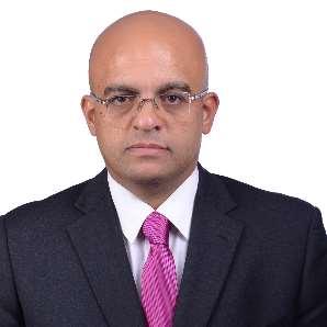 دكتور  أشرف عبداللطيف عثمان  استشاري جراحة المخ والأعصاب والعمود الفقري