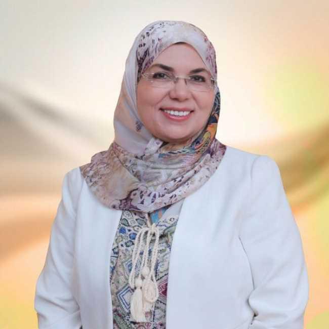 دكتورة  أيمان مصطفى سند  استاذ امراض الجلديه والتجميل والليزر التجمع
