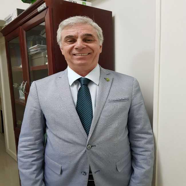 دكتور  أيمن السيد سالم  أستاذ أمراض الصدر و الحساسية-كلية الطب-قصر العينى - دكتوراة الأمراض الصدرية القاهرة