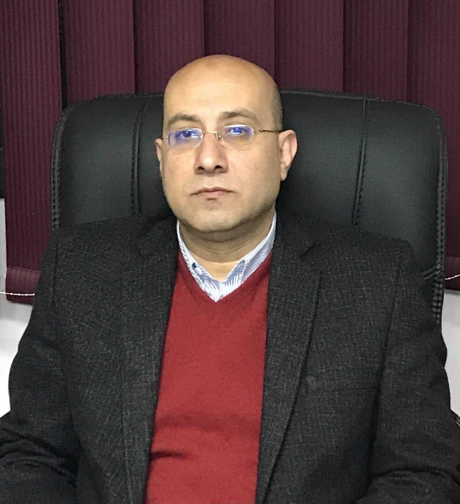 دكتور  احمد حلمي عمر  استاذ جراحة القلب - جامعة عين شمس القاهرة
