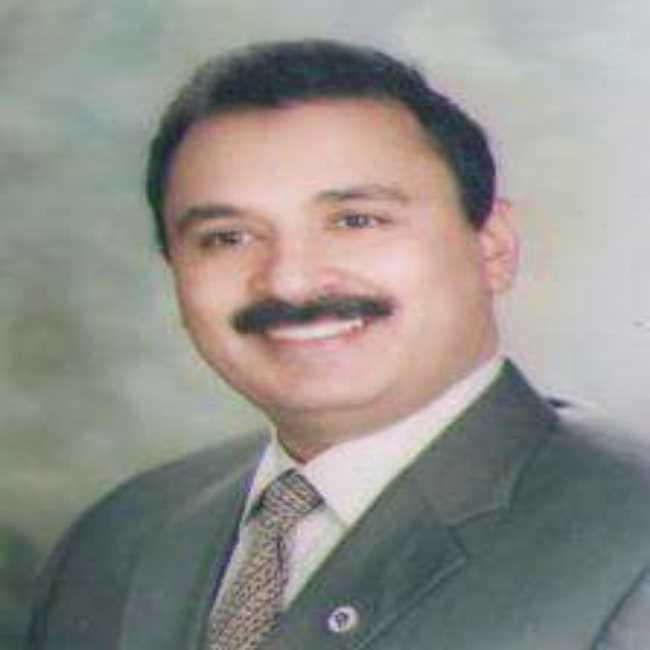 دكتور  احمد  محمد الشوربجي  استشاري زراعه وتجميل والاسنان الزقازيق