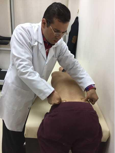 دكتور  اشرف قطب  استشارى العلاج الطبيعى لا الام العمود الفقرى و المفاصل و التأهيل 6 اكتوبر
