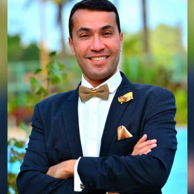 دكتور  اشرف قورة  استشاري التغذية العلاجية والسمنة وتناسق القوام القاهرة