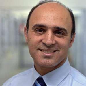 دكتور  اشرف مشرفة  أستاذ المسالك البولية كلية طب القصر العيني - جامعة القاهرة القاهرة