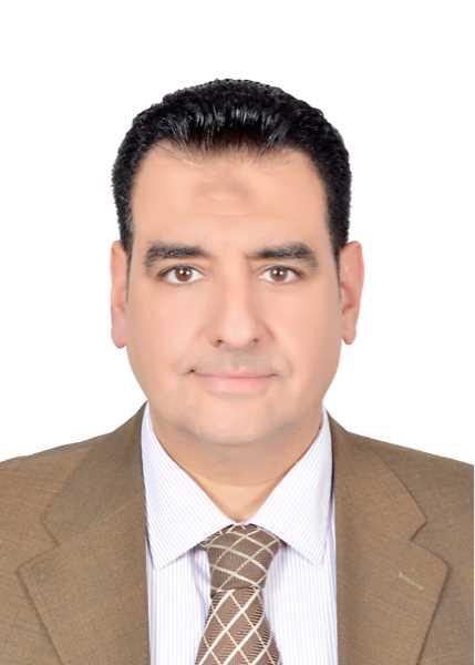 دكتور  ايمن محى  الغنيمى  استشاري عيون الأطفال والحول القاهرة