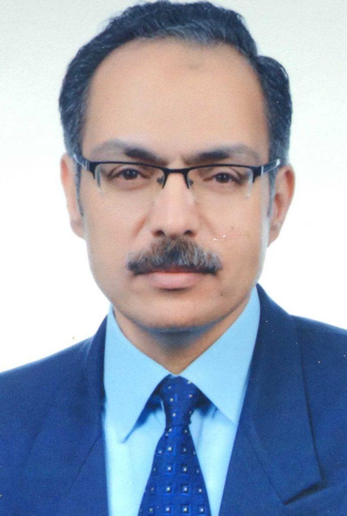 دكتور  حاتم حسين  استشارى الجراحة العامة و التجميل و الحروق 6 اكتوبر
