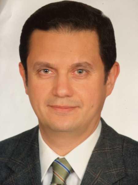 دكتور  حاتم سعيد  أستاذ طب و جراحة العيون .كلية طب قصر العينى جامعة القاهرة القاهرة