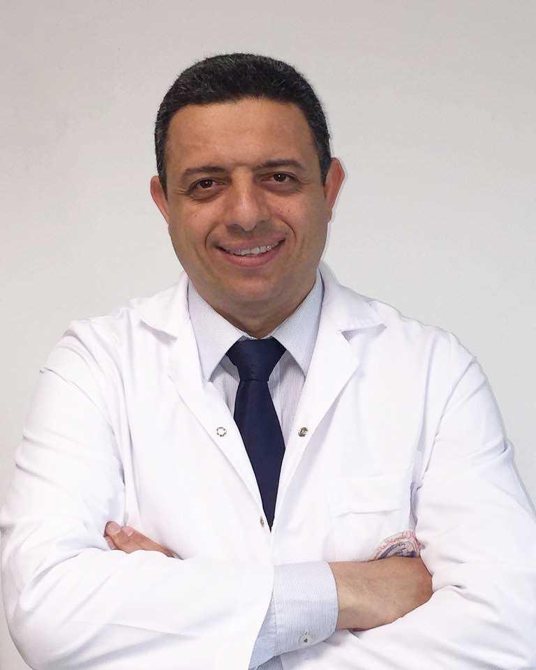 دكتور  حسام احمد قورة  استشاري ورئيس قسم العيون في المركز الطبي العالمي- القصر العيني القاهرة