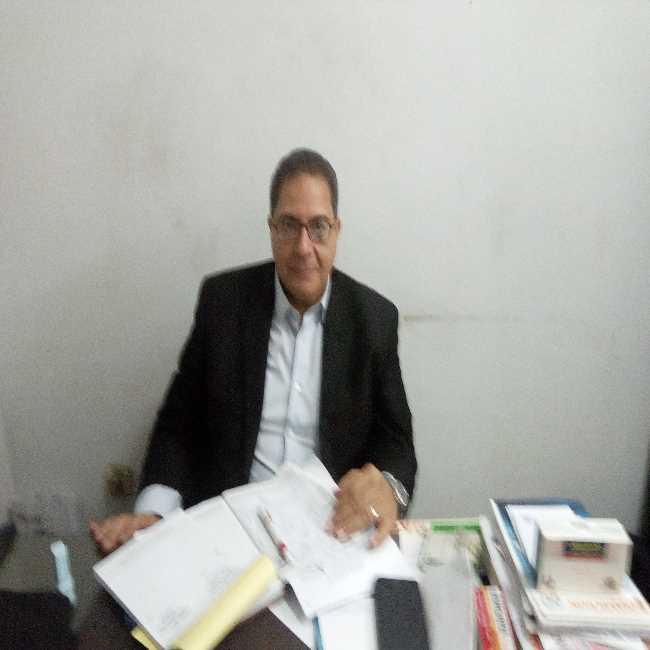 دكتور  حسام الخبيري  مدير عام و كبير الاطباء بالمستشفيات التعليمية ، المستشار الطبي لمنظمة سيدراي بالامم المتحدة. القاهرة
