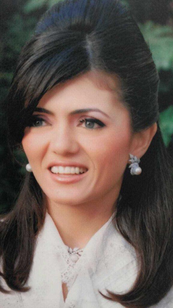 دكتورة  دينا محمد ابراهيم  استشاري علاج الالام و الروماتيزم التجمع