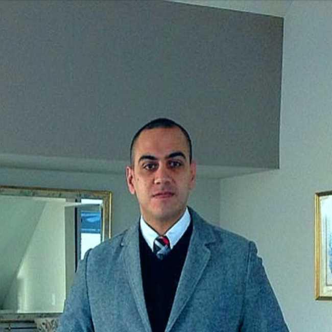 دكتور  رضا منسي  رئيس قسم الاوعية الدموية بالمشتشفي الجوي التخصصي العاشر من رمضان