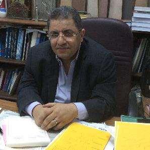 دكتور  صلاح عبد الخالق حميدة  أستاذ جراحة المخ و الاعصاب و العمود الفقري -جامعة عين شمس القاهرة