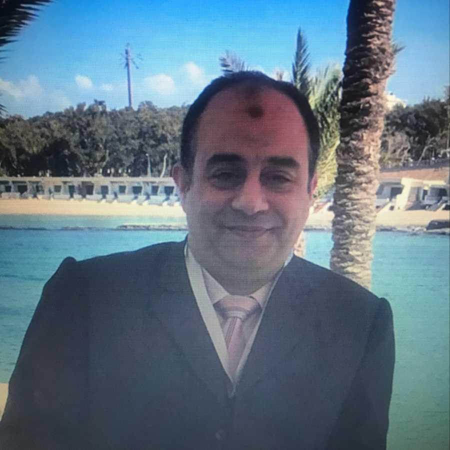 دكتور  عبد المجيد محمد تاج الدين  أستاذ مساعد في طب و جراحة العيون القاهرة