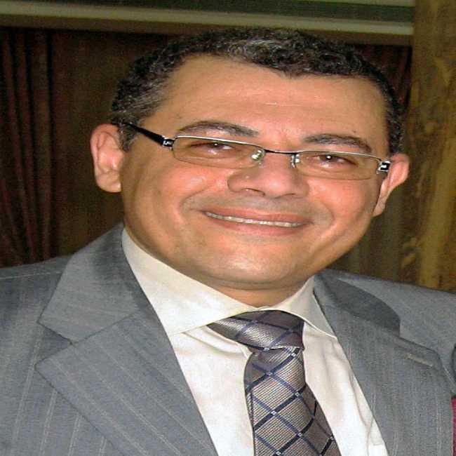 دكتور  عبد الهادي احمد فراج  استشارى تركيبات الأسنان القاهرة