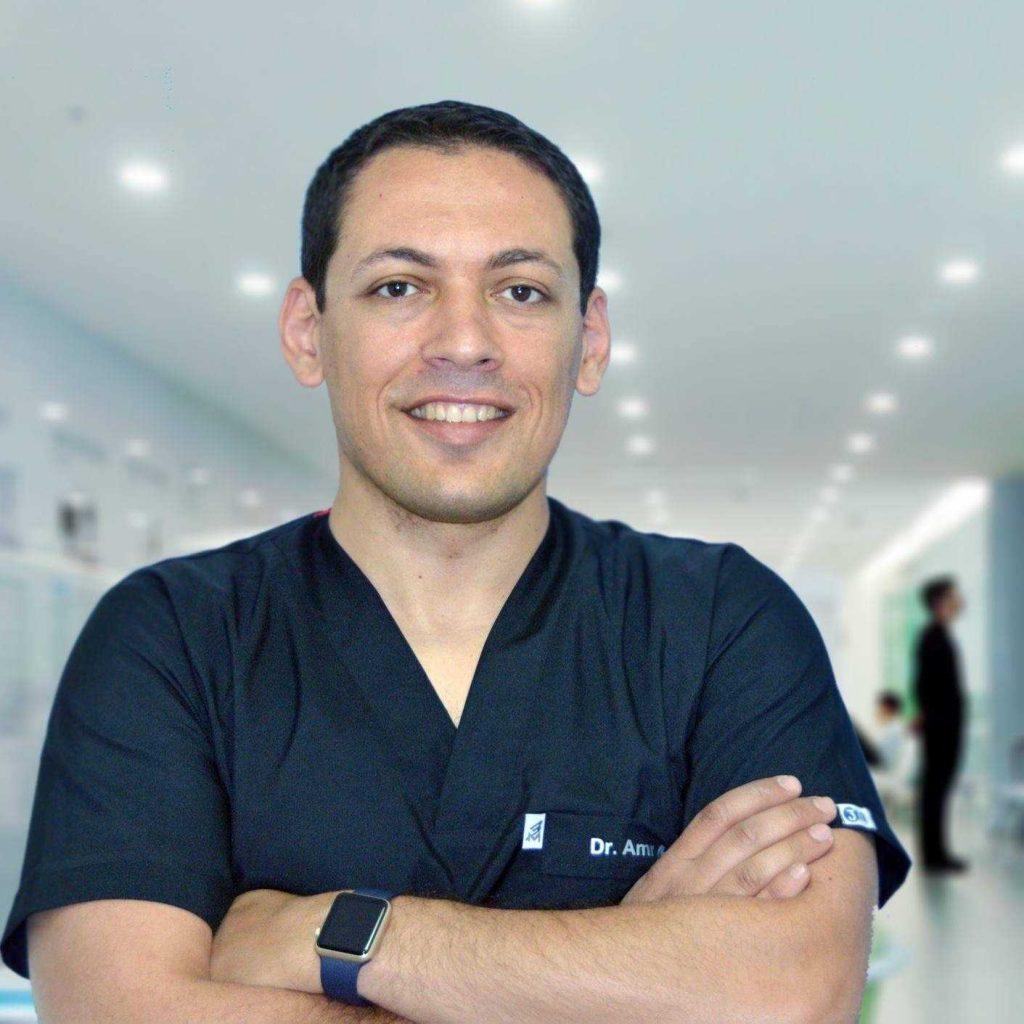 دكتور  عمرو احمد منصور  طبيب و جراح الفم والاسنان القاهرة