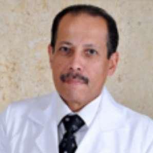 دكتور  محمد انور خلف  استاذ و رئيس قسم طب و جراحات العيون بكلية الطب الجيزة