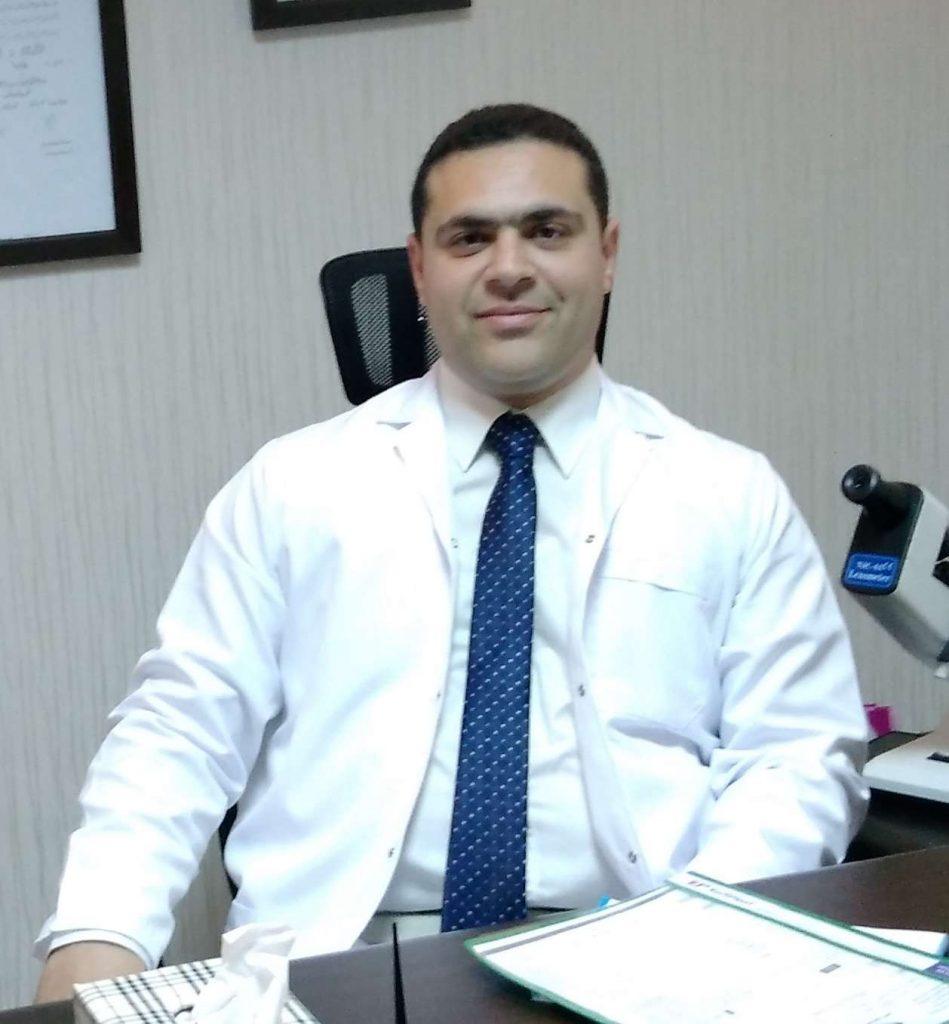 دكتور  محمد فتحي عمر  ماچستير طب و جراحة العين - كلية الطب جامعة الإسكندرية زميل المجلس الدولي لطب العيون الاسكندرية