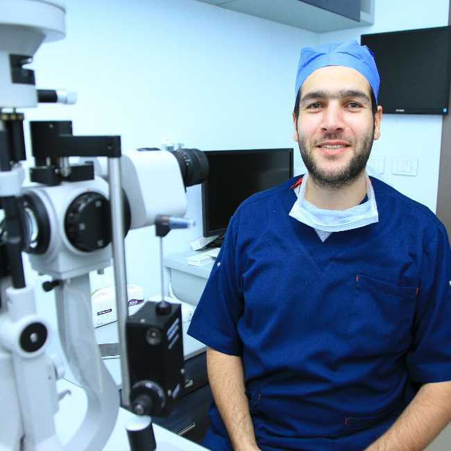 دكتور  محمد يس  المدير الطبى والتنفيذى لمركز سفير للعيون والليزك مصر الجديدة القاهرة