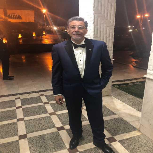 دكتور  معتز الشناوى  استشارى طب الفم و الاسنان - جامعة القاهرة التجمع
