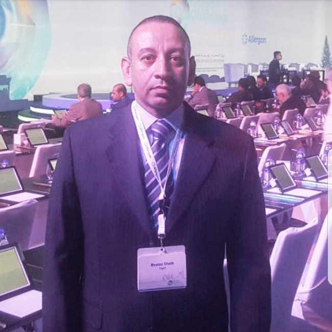 دكتور  معتز غيث  استاذ طب و جراحة العيون بمعهد بحوث امراض العيون القاهرة
