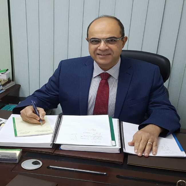 دكتور  هشام منصور  استاذ الانف و الاذن و الحنجرة, كلية الطب ,جامعة القاهرة الرحاب