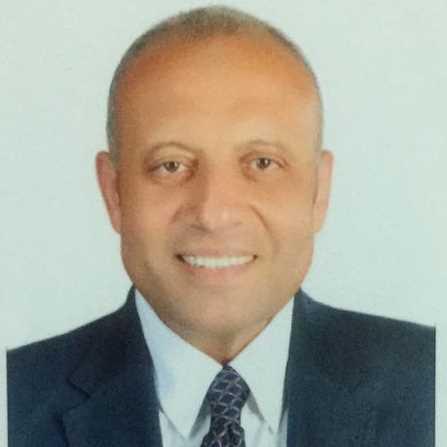 دكتور  ياسر البنا  رئيس قسم جراحة المخ والأعصاب والعمود الفقري ، جامعة الإسكندرية الاسكندرية