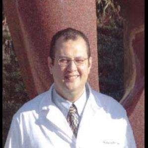 دكتور  ياسر النحاس  أستاذ جراحة القلب والصدر ، كلية الطب، جامعة عين شمس القاهرة