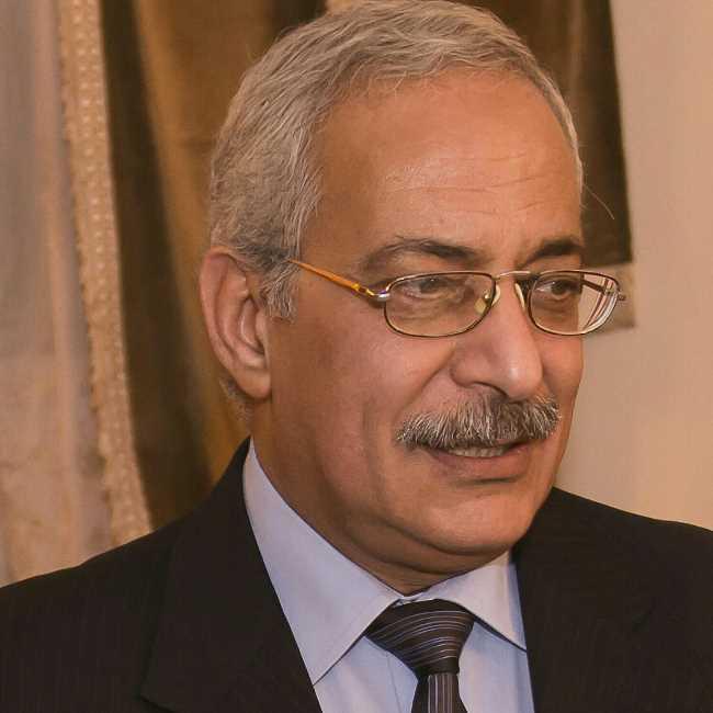 دكتور  يسري عبد السميع ابراهيم  استشاري امراض الباطنه. الاسكندرية