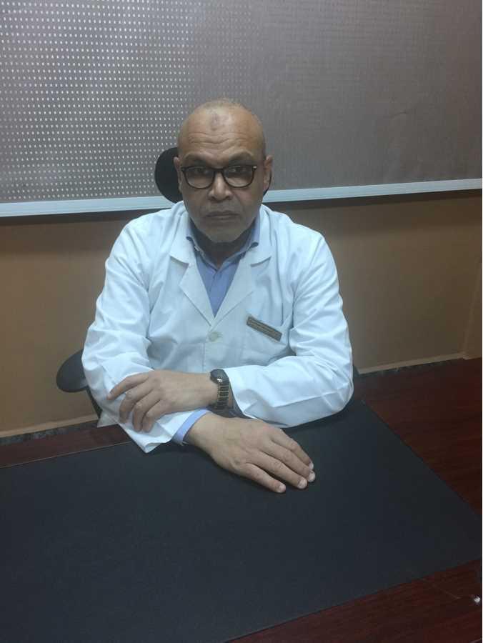 دكتور  يوسف صالح  استاذ جراحة التجميل بكلية الطب جامعة اسيوط اسيوط